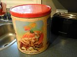Tin can for cat food